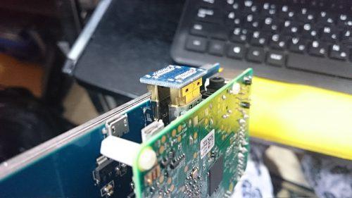 HDMIを折り返す。これは賢いなぁ